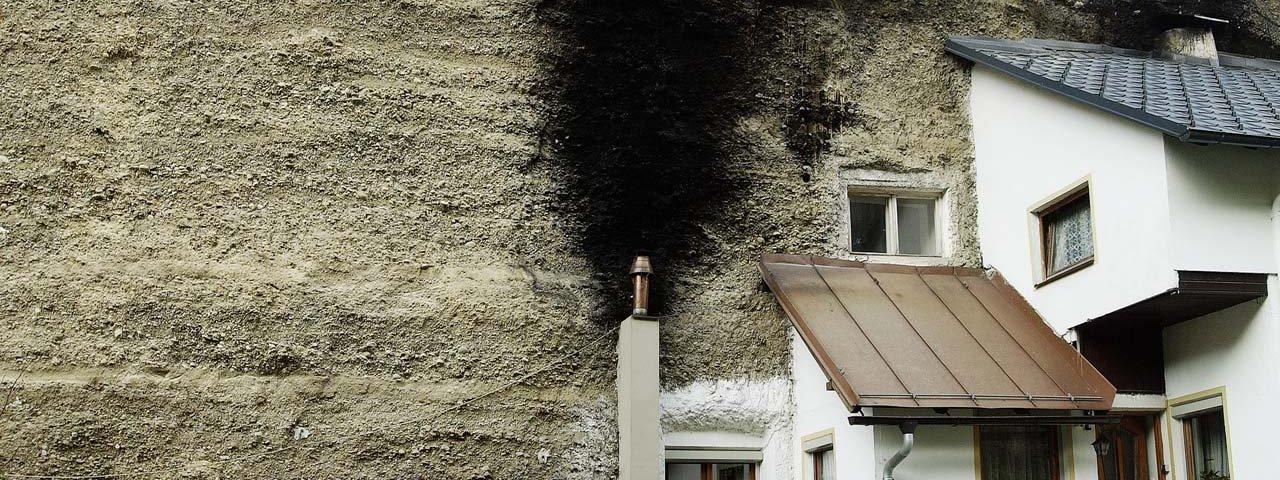 """Bergl-Häuser"": je z nich vidět jen polovina. , © Tirol Werbung/Bernhard Aichner"