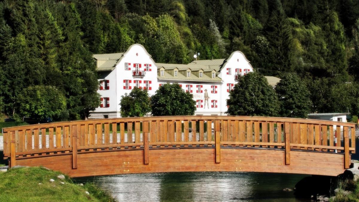 In der frühen Neuzeit ein Zollhaus, im 20. Jahrhundert dann ein Grand Hotel, ist Scholastika heute ein beliebter Ausflugsort mit einem eigenen Anleger der Achenseeschifffahrt., © Achensee Tourismus